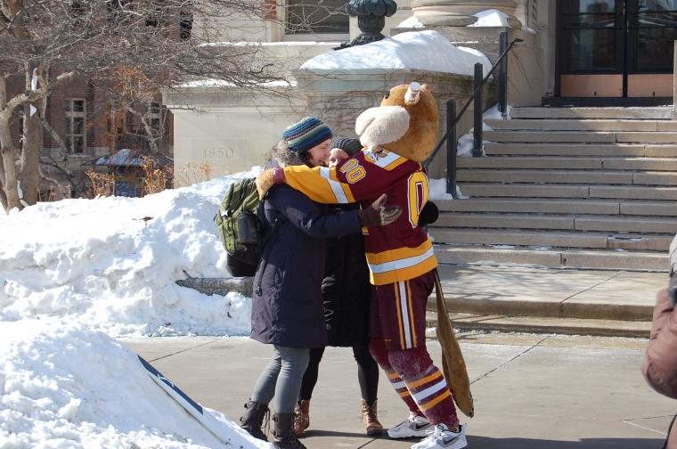 Students meet Goldy at an event