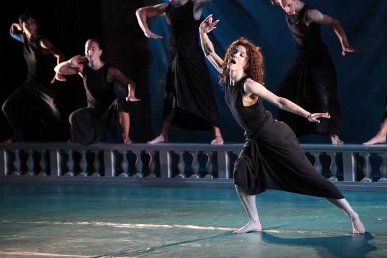 Photo of Mark Morris Dance Group performing Didos and Aeneas