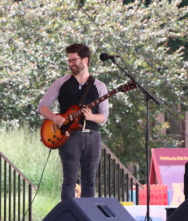 Scott Berman on guitar.