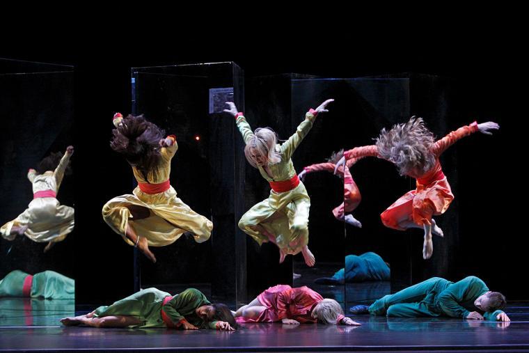 "Paul Taylor Dance Company in ""Last Look"" image 2"