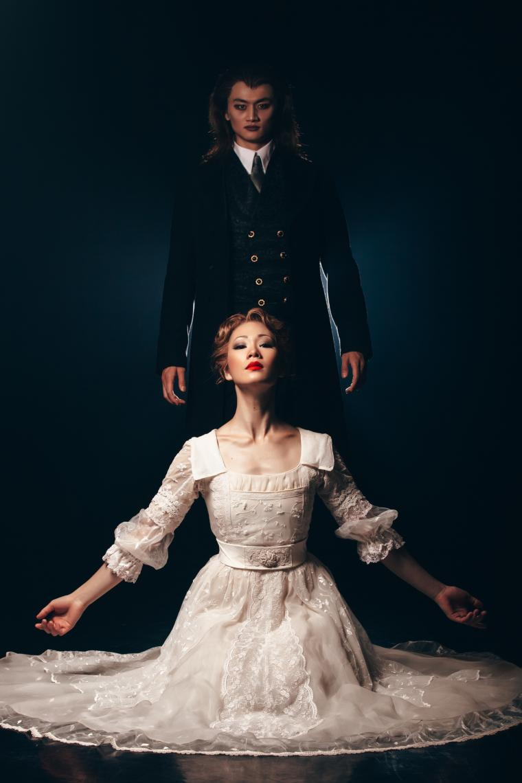 Royal Winnipeg Ballet - Dracula - Katie Bonnell and Liang Xing